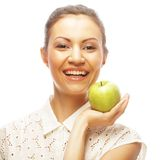 Donna sorridente con la mela verde Fotografie Stock