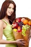 Donna sorridente con le frutta e le verdure. immagini stock