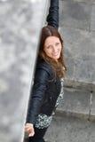Donna sorridente dei giovani bella da sopra Fotografie Stock