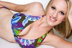 Donna sorridente del bikini Fotografie Stock Libere da Diritti