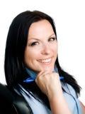Donna sorridente del brunette in ufficio Immagine Stock Libera da Diritti