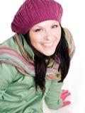 Donna sorridente del brunette in vestiti variopinti di caduta fotografie stock libere da diritti