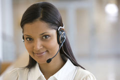 Donna sorridente della call center Immagini Stock