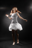 Donna sorridente della ragazza del marinaio in maglia a strisce Immagini Stock