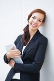 Donna sorridente di affari con il ridurre in pani Immagini Stock