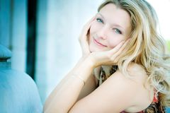 Donna sorridente felice Fotografia Stock Libera da Diritti