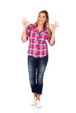 Donna sorridente felice con il segno giusto della mano Fotografia Stock