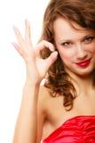 Donna sorridente felice con la mostra del gesto giusto del segno isolata Fotografie Stock