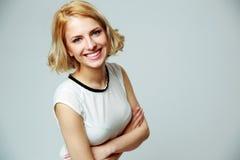 Donna sorridente felice con le armi piegate Fotografia Stock