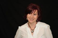 Donna sorridente sul nero Fotografia Stock Libera da Diritti