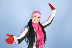 Donna sorridente in vestiti di inverno Immagini Stock