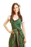 Donna sorridente in vestito verde dal dirndl Immagine Stock Libera da Diritti