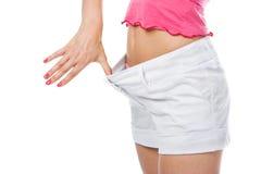Donna sottile della vita nei grandi shorts immagini stock libere da diritti