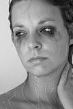 Donna sotto l'acquazzone Fotografia Stock Libera da Diritti