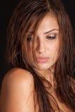 Donna splendida con capelli bagnati Fotografia Stock Libera da Diritti