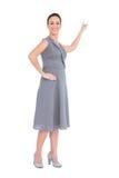 Donna splendida felice in vestito di classe che precisa direzione immagine stock libera da diritti
