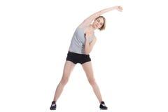 Donna sportiva che fa le curvature del lato Fotografia Stock