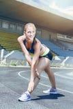 Donna sportiva del corridore di giovane forma fisica Immagini Stock Libere da Diritti
