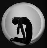 donna sportiva nel cerchio Immagini Stock