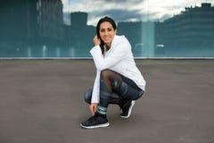 Donna sportiva sull'allenamento all'aperto di forma fisica urbana Immagine Stock Libera da Diritti