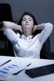 Donna stanca durante la pausa Fotografia Stock Libera da Diritti