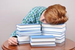 Donna stanca e libri Immagini Stock Libere da Diritti