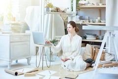 Donna in studio Immagine Stock Libera da Diritti