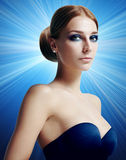 Donna stupefacente di bellezza con trucco di sera Immagine Stock Libera da Diritti