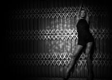Donna su fondo scuro Fotografie Stock