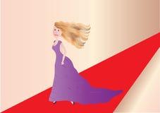 Donna su tappeto rosso Fotografia Stock