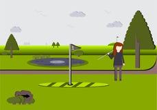 Donna su un campo da golf scenico Immagini Stock Libere da Diritti