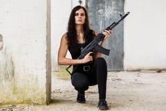 Donna su un campo di battaglia fotografia stock libera da diritti