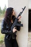 Donna su un campo di battaglia Fotografie Stock Libere da Diritti
