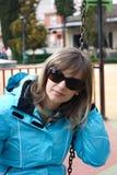 Donna su un'oscillazione Fotografia Stock