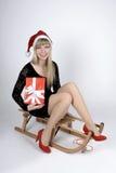 Donna su una slitta con il regalo Fotografia Stock Libera da Diritti