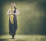 Donna su verde Fotografia Stock Libera da Diritti