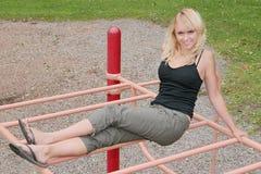 Donna sul campo da giuoco Fotografie Stock