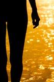 Donna sul fiume Immagine Stock