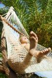 Donna sul hammock fotografia stock