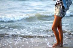 Donna sul mare Immagini Stock