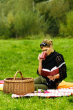 Donna sul picnic Fotografia Stock