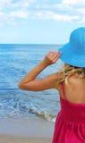donna sul puntello del mare Immagini Stock Libere da Diritti