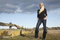 Donna sul ranch Fotografia Stock