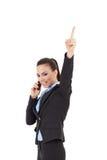 Donna sul telefono che indica in su Fotografia Stock Libera da Diritti