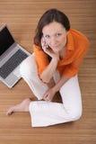 Donna sul telefono delle cellule Immagine Stock Libera da Diritti