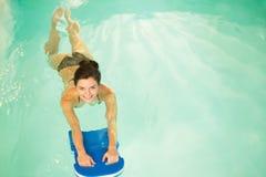 Donna sull'allenamento di aerobica Immagini Stock Libere da Diritti