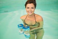 Donna sull'allenamento di aerobica Fotografie Stock