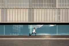 Donna sull'allenamento urbano di forma fisica Fotografie Stock