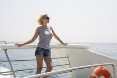 Donna sulla barca Fotografie Stock