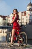 Donna sulla bici immagine stock libera da diritti